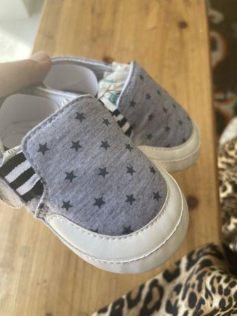 2 pares sapatos bebé