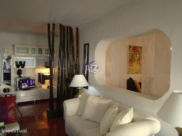 Apartamento T2, mobilado com 4 assoalhadas no Bairro do Rosário par...