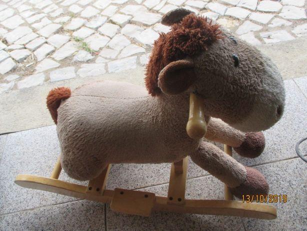 cavalo/burro de baloiço para criança