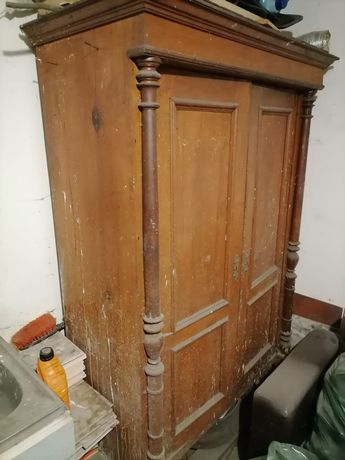 Stara szafa do renowacji.