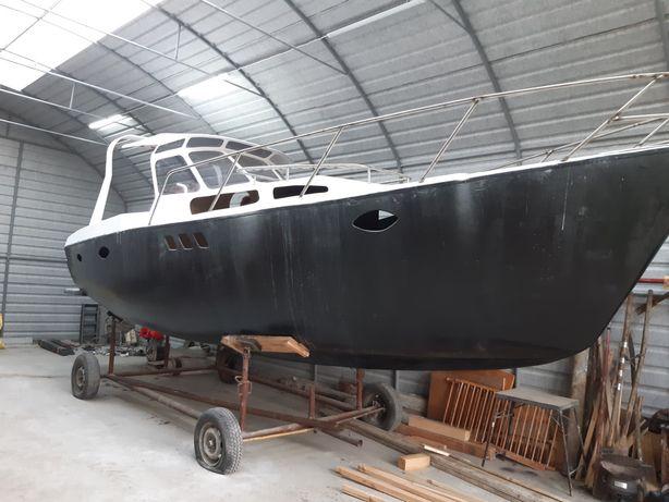 Łódź motorowa, jacht, łódź kabinowa