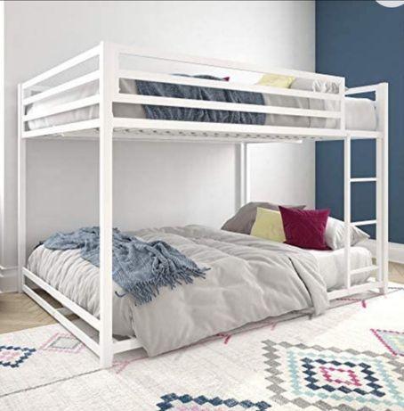 Кровать двухярусная металлическая для детской комнаты.