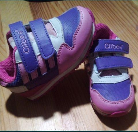 Продам кроссовки для девочки 21 размер