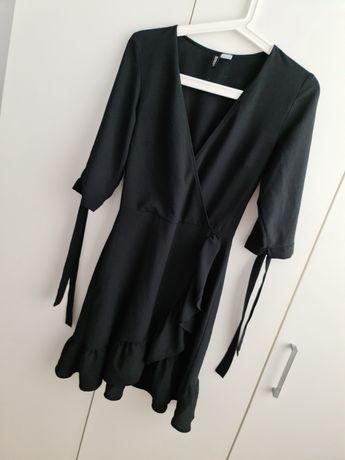 Czarna sukieneczka z dekoldem w serek Nowa H&M