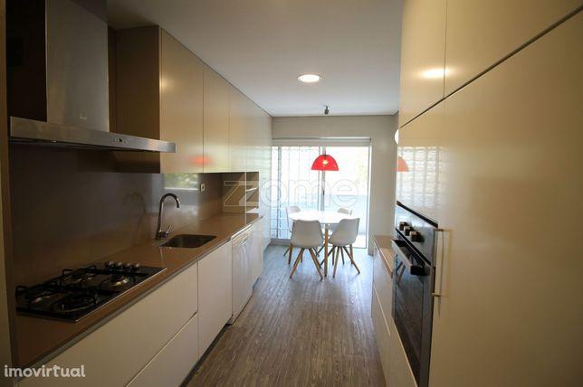 Apartamento T3 Em S.Vicente Para Arrendamento Mobilado