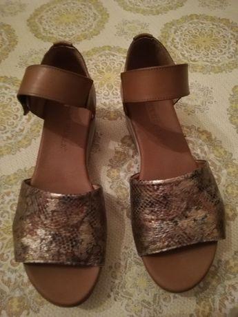 Vendo sandálias Paula Urban nº 39