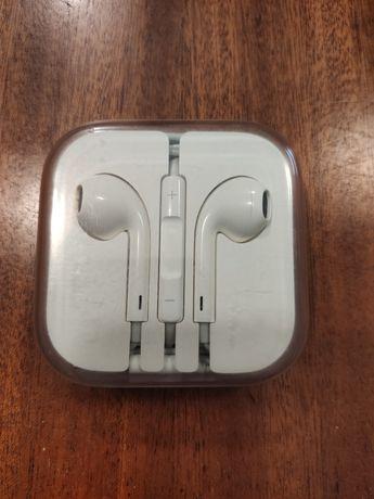 Продам оригинальные наушники Apple