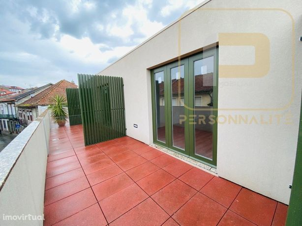 Apartamento T0 NOVO c/Varanda - Centro
