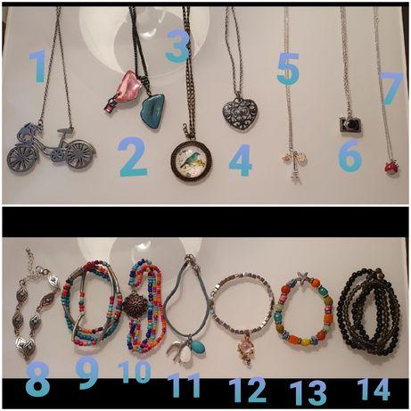Colares e pulseiras variadas