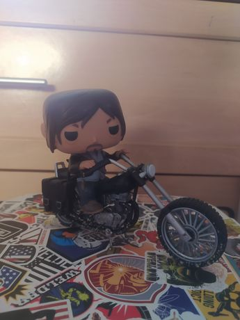 Pop Figure Daryl na mota