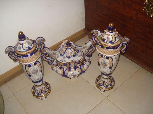 Vendo 3 peças em porcelana totalmente feitas e pintadas a mão.