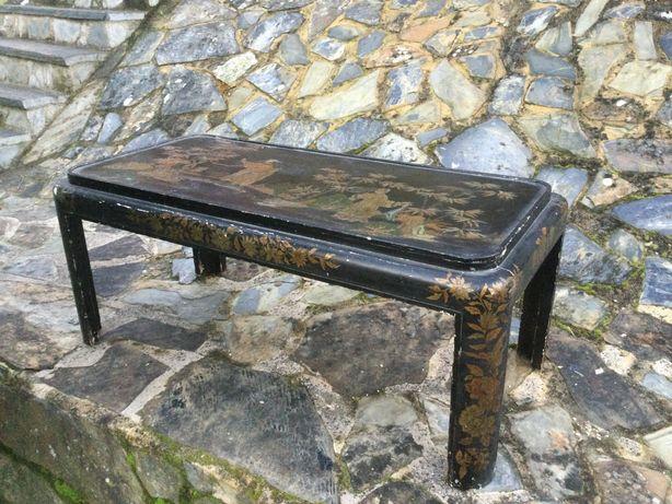 Mesa chinesa madeira pintada á mão séc XIX tampo vidro Assinada