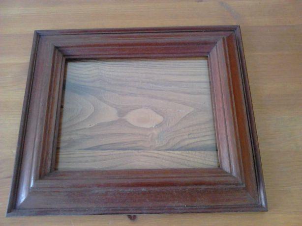 Moldura antiga de fabrico artesanal, muito robusta, em madeira 28x24cm