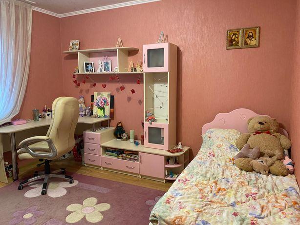 Детская мебель, кровать, стенка, зеркало