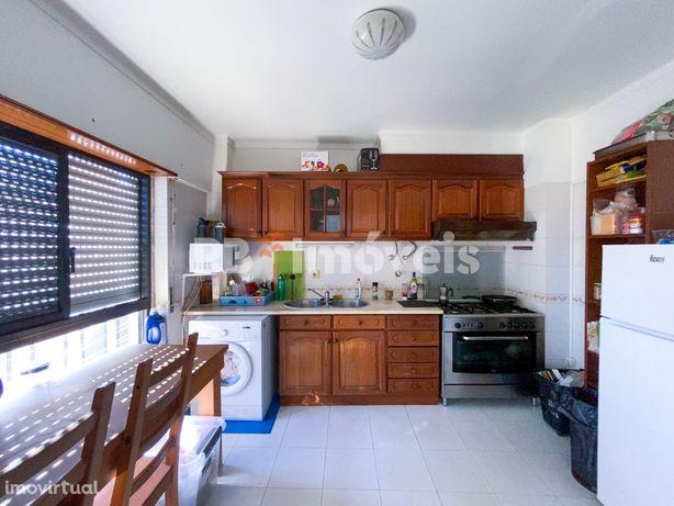 Apartamento T2 c/ elevador e lugar de garagem - Torres Novas