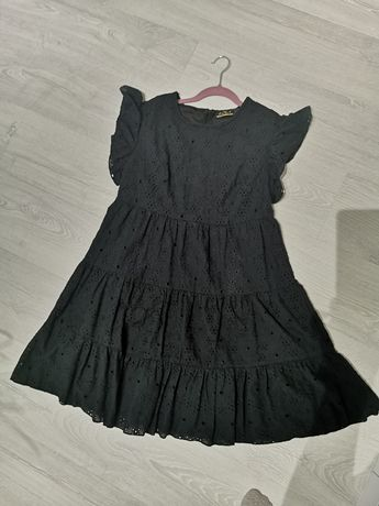 Czarna ażurowa sukienka 38