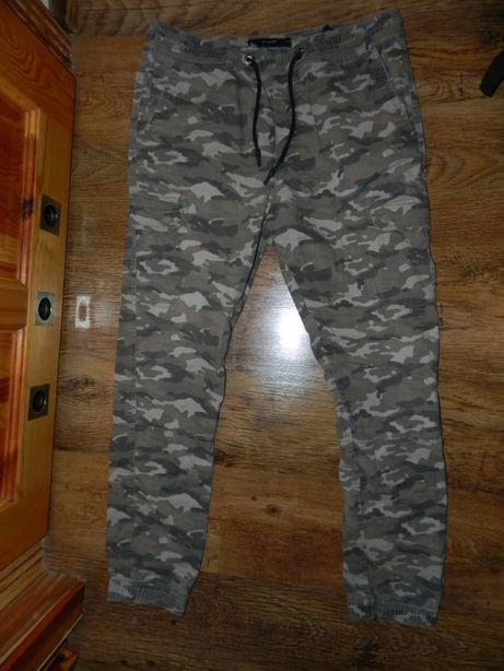 Damskie spodnie Diverse