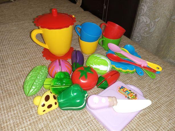Посуда детская и овощи