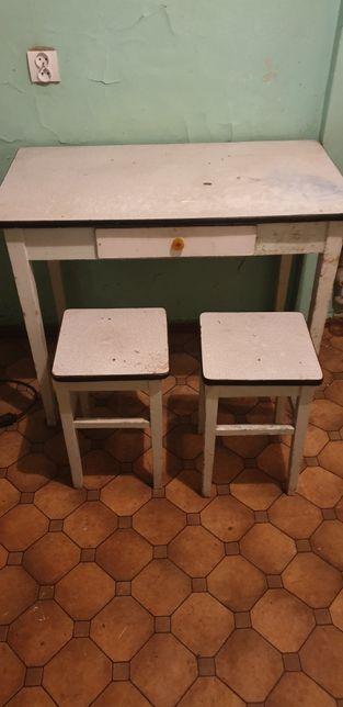 Stary stół + dwa taborety