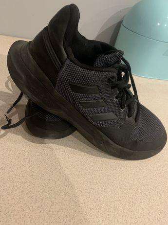 Sprzedam obuwie sportowe firmy adidas