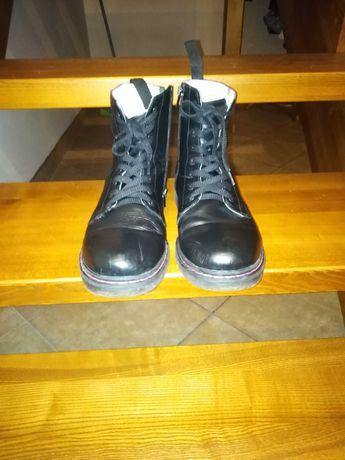 Sprzedam buty ze skóry naturalnej mało noszone.