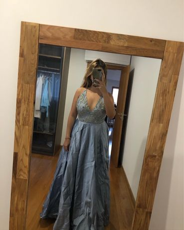Vestido azul com pedraria em seda selvagem
