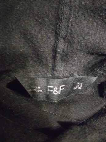 Czarna bluza z kapturem firmy F &  F