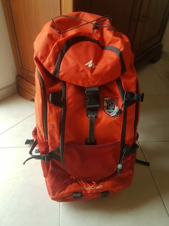 mochila de campismo usada uma vez num acampamento de Guias