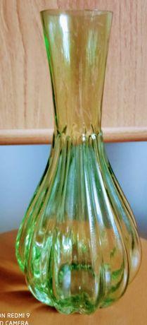 Zielony wazonik wysokość 20 cm