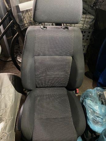 VW CADDY 2k fotele przód