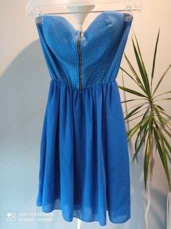 Niebieska sukienka bez ramiączek