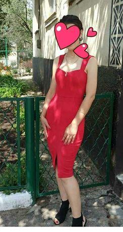 Платье нарядное,красное.