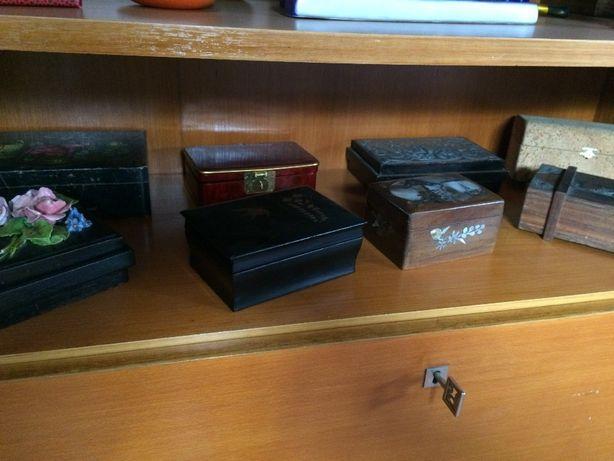 Caixas de madeira pequenas diversas