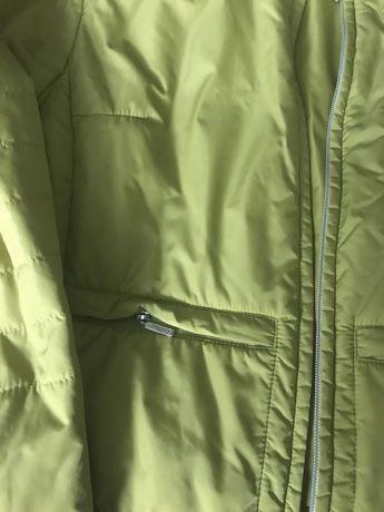 Krótka kurteczka wiosenna w kolorze limonkowej zieleni