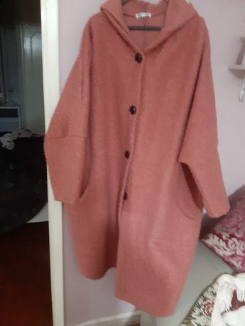 Vendo dois  casacos completamente  novos