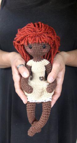 Rękodzieło ciemnoskóra lalka 35 cm amigurumi inspirowana Gorjuss
