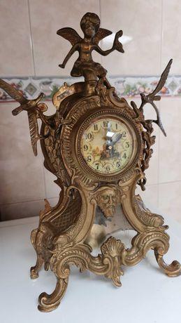 Relógio de latão antigo