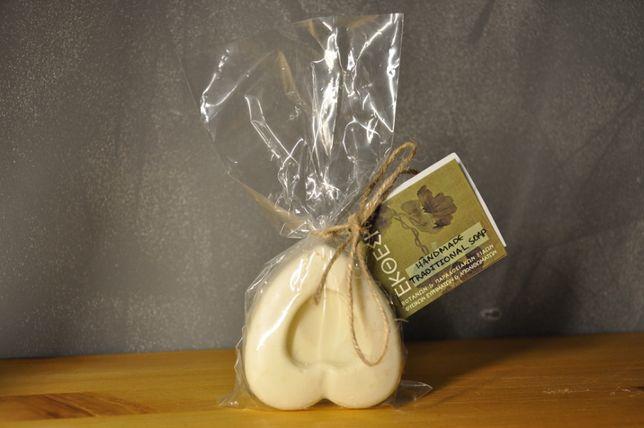 Tradycyjnie ręcznie robione mydło naturalne wytwarzane w 100% z produk