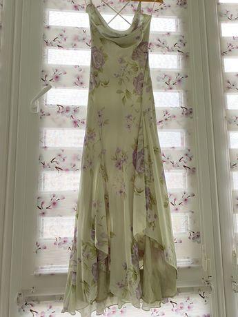 Красивое шифонов платье