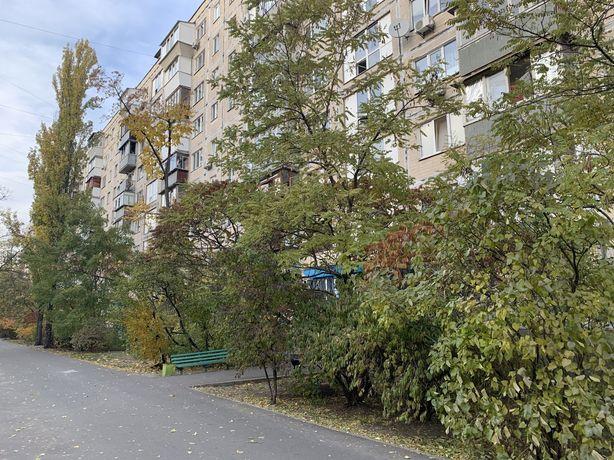Продажа трехкомнатной(60)м квартиры, Милютенка,11 , Лесной массив