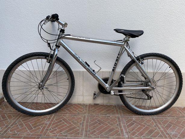Bicicleta BTT em aluminio