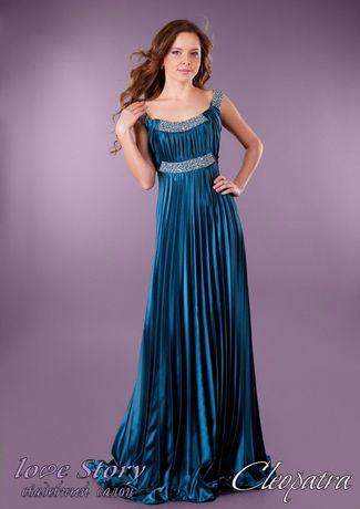 Шикарное платье из вечерней коллекции от известного дизайнера.