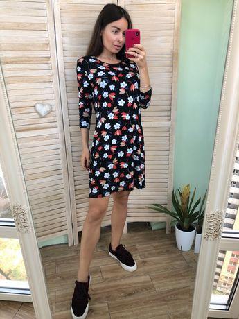 Платье в цветах TU