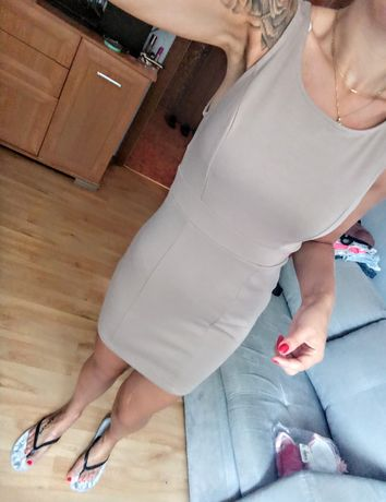 Sukienka Klasyczna Beżowa 36 S