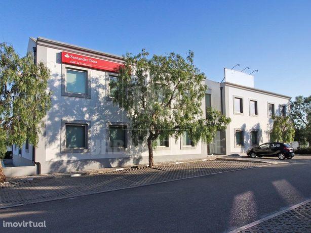 Edifício de escritórios para venda em Alcabideche com ren...