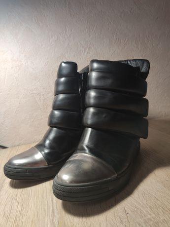 Ботинки на тонкетке Сникерсы