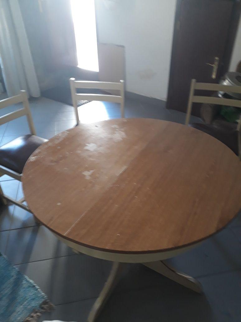 Conjunto de mesa com cadeiras