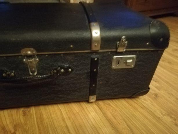 Stara walizka stan bardzo dobry.