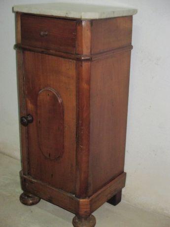 Mesa de cabeceira antiga restaurada