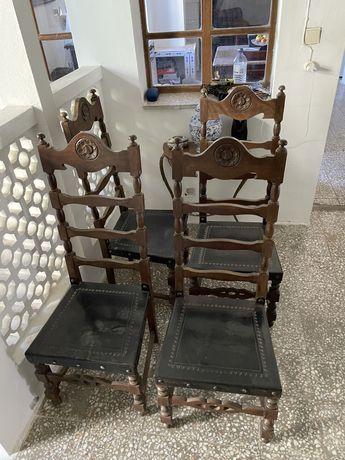 8 Cadeiras em madeira